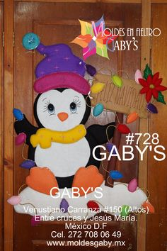 PINGUINO CON LETRERO Door Crafts, Holiday Crafts, Christmas Holidays, Merry Christmas, Wall Candy, Candy Bouquet, Christmas Scrapbook, Christmas Paintings, Tole Painting
