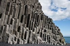 The unique formations are a result of lava flows cracking as they cool, in a perpendicular direction to the original flow. Description from mytechnologyworld9.blogspot.com. I searched for this on bing.com/images
