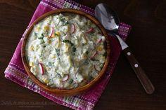 Salată de dovlecei cu iaurt și usturoi | Rețete - Laura Laurențiu Romanian Food, Quick Meals, Cheeseburger Chowder, Guacamole, Hummus, Soup, Cooking, Breakfast, Ethnic Recipes
