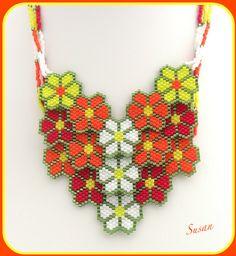 Mina smycken Beaded Necklaces, Brick Stitch, Loom, Beading, Crochet Necklace, Flowers, Beautiful, Jewelry, Design