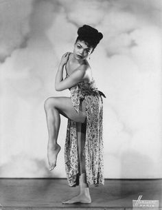 Beautiful and over the top OLD Hollywood Glamour Glamour Hollywoodien, Hollywood Glamour, Classic Hollywood, Vintage Black Glamour, Vintage Beauty, Vintage Gothic, My Black Is Beautiful, Beautiful People, Divas