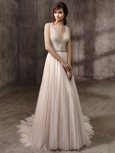 Belle by Badgley Mischka Fall 2017 v-neck wedding dress with pleated tulle skirt