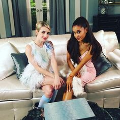Between 2 Queens have you seen @emmaroberts & @arianagrande interview each other? Head to YouTube.com/screamqueensfox! #ScreamQueens