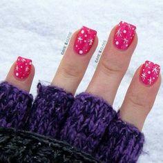 Cute Christmas nail design! :)