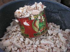 Sur le marché de Dakar, au Sénégal, on trouve souvent des sacs remplis de pain de singe. Il s'agit de la pulpe contenue dans les fruits du baobab. Elle est blanche, fibreuse et remplie de graines de baobabs. Ce pain de singe sert, entre autres, à préparer une boisson locale appelée le Bouye. Le pain de Singe :  Cette pulpe, très riche en vitamine C et en antioxydants, a reçu le feu vert de Bruxelles, le 11 juillet 2008, pour être commercialisée dans les pays de l'Union européenne.