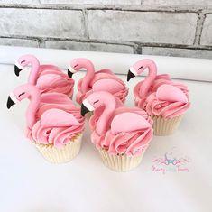 "Nauty Little Treats on Instagram: ""Beautiful buttercream Flamingos to finish off Emily's cakes 💞 #cupcakes #buttercreamcupcakes #flamingo #flamingocupcakes #wiltoncakes…"""