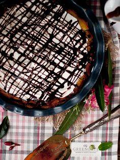 Deliciosa tarta éclair hecha a base de la reinterpretación de la receta francesa y rellena de crema y nata y con un delicioso toque de chocolate. ¡Brutal!
