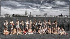 Antwerpse vrouwen promoten natuurlijk ouderschap met opmerkelijk beeld