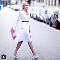 Zhanna Bianca: total white look with pink details