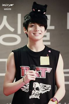 arms and a kitty....jungkook....you can't be 10 and 20 at the same time...