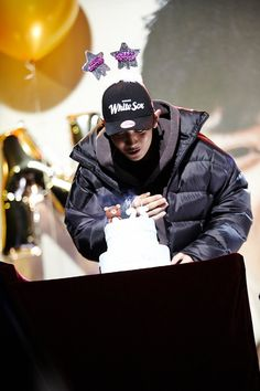 Park Chanyeol Exo, Baekhyun, Exo Members Birthday, Chanyeol Birthday, Happy Birthday Parties, Birthday Photos, Parks, Rapper, Boyfriend