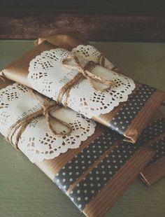 Decora tus regalos 5 http://blog-telaylana.blogspot.com.es/2014/01/decorar-el-papel-kraft-de-tus-regalos.html