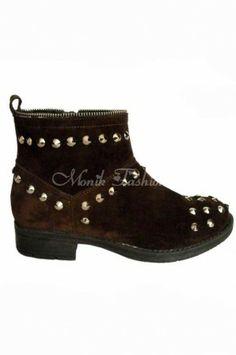 Ghete din piele intoarsa cu tinte metalice aplicate Wedges, Metal, Boots, Fashion, Dyes, Crotch Boots, Moda, Fashion Styles, Shoe Boot