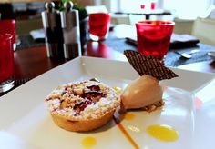 Plum crumble tartelette with Gianduia ice cream