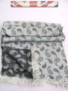 Gifts for Men : Jacquard paisley evening scarf @ £13.99