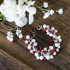Excited to share this item from my shop: Red and white jewelry set for women, gift for her, cluster bracelet, Christmas bracelet Memory Wire Bracelets, Seed Bead Bracelets, Gifts For Girls, Gifts For Women, Beautiful Gifts For Her, Baby Bracelet, Etsy Jewelry, Beaded Jewelry, Jewellery