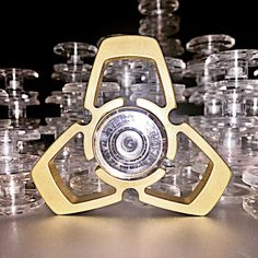 The Secret Of Fidget Spinner - Savvy Ways About Things Can Teach Us Fidget Spinner Games, Cool Fidget Spinners, Edc Spinner, Hand Spinner, Cool Fidget Toys, Cool Toys, Fidgit Spinner, Hand Fidgets, Metal Toys