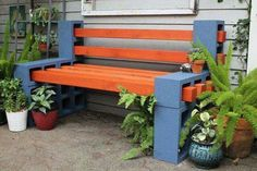 Banc aménagement jardin créatif en parpaings peints et piquets carrés