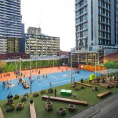 A'Beckett Urban Square has super-sized the pop-up park. Formerly a 30,000 sq. ft. parking lot, today this vibrant public space includes basketball courts, ping-pong tables, BBQs and WiFi. #LQC can be applied to varying scales! #PlaceMaking:
