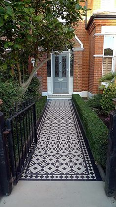 Front Doors: Victorian Black And White Mosaic Tile Path Battersea York Stone Rope Edge Buxus London Front Garden Victorian Terraced House Front Door Victorian Terrace Front Door Colours Home Door Ideas: Cool Victorian Terrace Front Door For Trendy Home Victorian Front Garden, Victorian Front Doors, Victorian Terrace House, Victorian Gardens, Modern Victorian, Modern Garden Design, Modern Design, House Front Gate, House Entrance