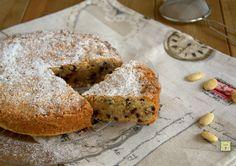 La torta cinque minuti è una deliziosa torta da dispensa facile e veloce da preparare, senza lievito e golosissima per la gioia del palato di tutti.