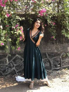 Indian Gowns Dresses, Indian Fashion Dresses, Indian Designer Outfits, Indian Outfits, Indian Clothes, Stylish Dresses For Girls, Stylish Dress Designs, Designs For Dresses, Simple Kurta Designs