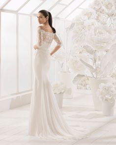 Mermaid-style beaded lace and crepe Georgette wedding dress with three-quarter sleeves and bateau neckline. 2018 Rosa Clará Soft Collection.