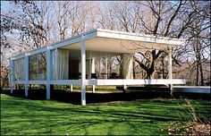Farnsworth House (1951) on Fox River in Plano, IL.  Architect Ludwig Mies van der Rohe. Love this house.
