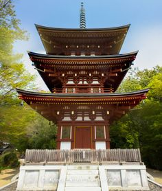 This is the Sanjū hōtō, three-tiered pagoda of Oka-dera (岡寺) in Asuka Mura (明日香村) in Nara. It was built in 1472 following a devastating typhoon that destroyed the previous pagoda and it was extensively renovated in 1986. #OkaDera, #岡寺,#AsukaDera, #飛鳥寺, #Nara,