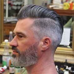 How to style a modern pompadour frisuren frauen frisuren männer hair hair women Short Pompadour, Pompadour Style, Modern Pompadour, Pompadour Hairstyle For Men, High Fade Pompadour, Hairstyle Short, Bald Men With Beards, Grey Beards, Beards And Hair