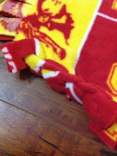 No sew fleece blanket - no tied ends