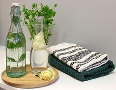 Pyykkietikka on ekologinen vastine huuhteluaineelle. Kaupasta ostettavan valmiin pyykkietikan sijasta voit tehdä sitä myös helposti itse. Ekologisuuden lisäksi se pitää pyykinpesukoneen puhtaampana. Ohjeen löydät Ideoita kotiin -blogistamme oheisen linkin kautta. Bath Caddy