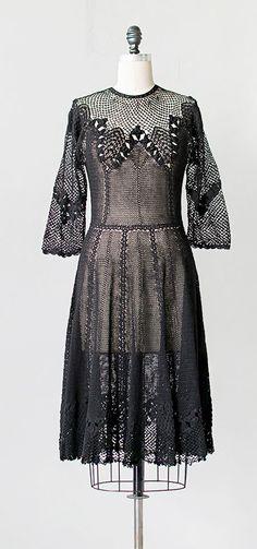 midnight catacombs | vintage 1970s dress