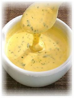 Australian Chef Paul Hegemann shares his easy and delicious Bernaise sauce recipe. So go on, get to it - let's prepare a delicious Bearnaise sauce. Béarnaise Sauce, Marinade Sauce, Sauce For Steak, Sauce Salsa, Sauce Recipes, Pasta Recipes, Cooking Recipes, Recipe Pasta, Mayonnaise