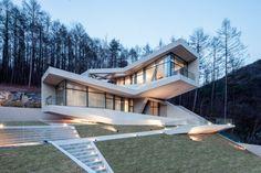 Betonlook für die Wand & Fassade in einer minimalistischen Wohnanlage