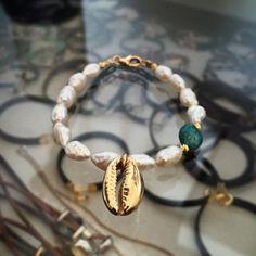 cowrie (conch) pearls bracelet