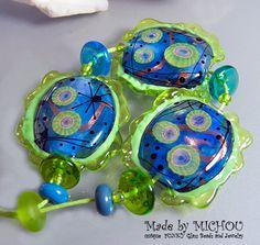 The deep blue  Art Glass Set by Michou P. Anderson von michoudesign