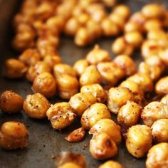 Crispy Garlic Bread Chickpeas [21 Day Fix] - The perfect cure for any crunchy, salty snack! Gluten free.