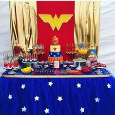 I love Wonder Woman! The amazing new movie prompted an upgrade to Classy Wonder Woman Birthday Party Decor. Find classy Wonder Woman party sources here! Wonder Woman Kuchen, Wonder Woman Cake, Wonder Woman Party, Superhero Birthday Party, 4th Birthday Parties, Birthday Party Decorations, Party Themes, 5th Birthday, Party Ideas
