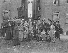 University of Minnesota's women's suffrage club.  Photograph Collection 1913   Location no. J7.11 r3   Negative no. 12378
