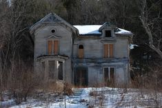 Abandoned house on a long stretch of highway in CT, photographed by my dad Abandoned Farm Houses, Old Abandoned Buildings, Abandoned Property, Abandoned Castles, Abandoned Mansions, Old Buildings, Abandoned Places, Spooky Places, Haunted Places