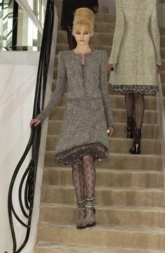 http://www.livingly.com/runway/Chanel/Couture Fall 2002/RK2bEs75yp6