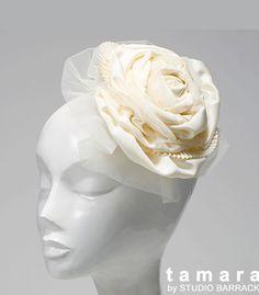 立体的な布の加工がク チュール感あふれるトーク 帽風ヘッドどれすです。 ノーブルクラシックな雰囲 気だけど、重々しすぎな い可愛らしさが演出でき ます。   ブライダルジュエリーのtamaraはwww.monsoon-bazaar.com/cittaでどうぞ   #wedding #bridal #headpiece #vintage #swarovski #weddingjewelry #costumejewelry  #fascinator  #headdress  #headband #tiara #headpiece #bridalaccessory  #mokuba #tamara #citta #studiobarrack   #花嫁 #結婚式 #ウェディングアクセサリー #ヘッドピース #ウェディング #ブライダル #ブライダルアクセサリー #ヘッドドレス #ヴィンテージ #コスチュームジュエリー  #花冠  #タマラ #スタジオバラック