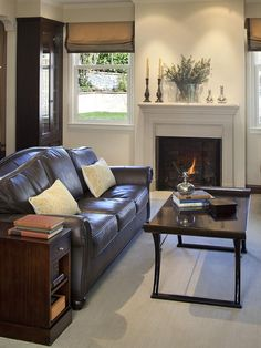 Spacious Small Living Room Interior Decorated with Black Leather Sofa Furniture and Traditional Fireplace Design Ideas Sofa Design, Interior Design, Furniture Design, Room Interior, Brown Sofa Decor, Brown Leather Furniture, Dark Furniture, Leather Sofas, Sofa Furniture