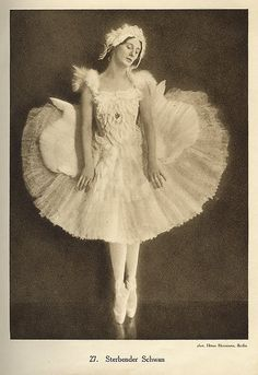 Anna Pavlova in Fokine's The Dying Swan circa 1913-1915. #dancefashion