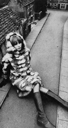 Vogue 1967 Sue Murray Photo by David Bailey 60s Vintage Clothing, Vintage Fur, Vintage Outfits, 60s And 70s Fashion, Vintage Fashion, David Bailey Photography, Vintage Photography, Fashion Photography, English Fashion