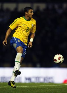 Thiago Silva, captain of Brazil, is considered by many to be the best defender in the world. Yep!!! That's right