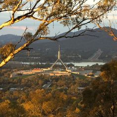 South of the city centre, Red Hill offers an amazing lookout over many of our national icons and sweeping vistas of Canberra from the south. #visitcanberra #seeaustralia