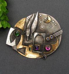 """Linda Ladurner-Broche-pendentif 2007:"""" Et la lune descend sur le temple qui fût""""  argent, or, tourmalines, améthyste, iolites, diamants  Brooch-2007  silver,gold- turmalines, diamonds, amethyst, iolites"""
