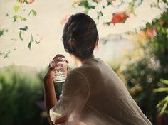 Desayuno en el jardín II.  Bokeh, light, photography, portrait, vintage, woman